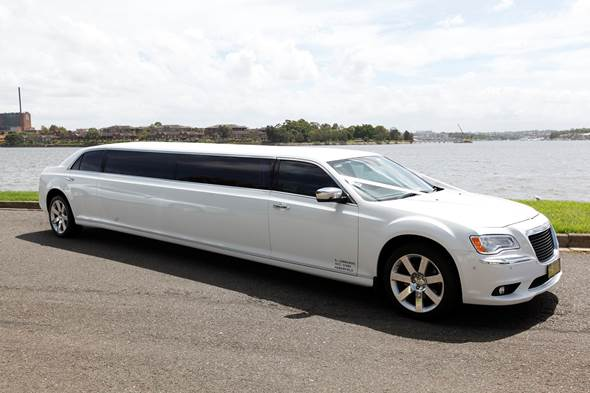 White Chrysler 12 Passenger Super Stretch